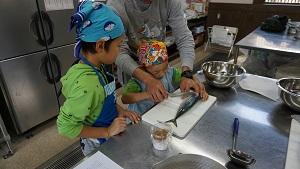 re151107お魚さばき教室 (13)