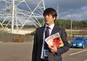 柏崎刈羽原子力発電所で海を望む坂井氏