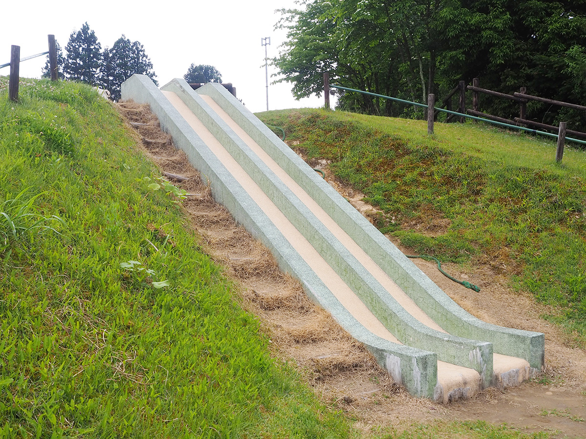 長岡市大杉公園滑り台