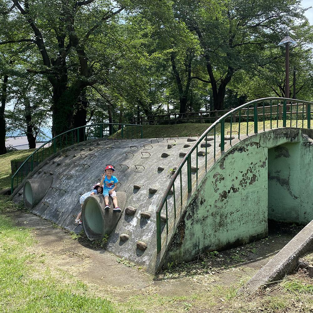 経塚山公園_レトロクライミングウォール