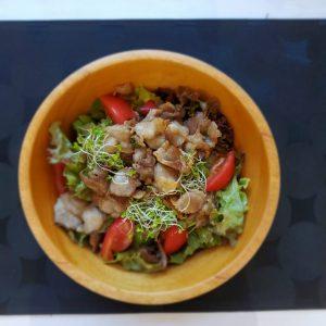 食くーるスタミナ肉とスプラウトのサラダ