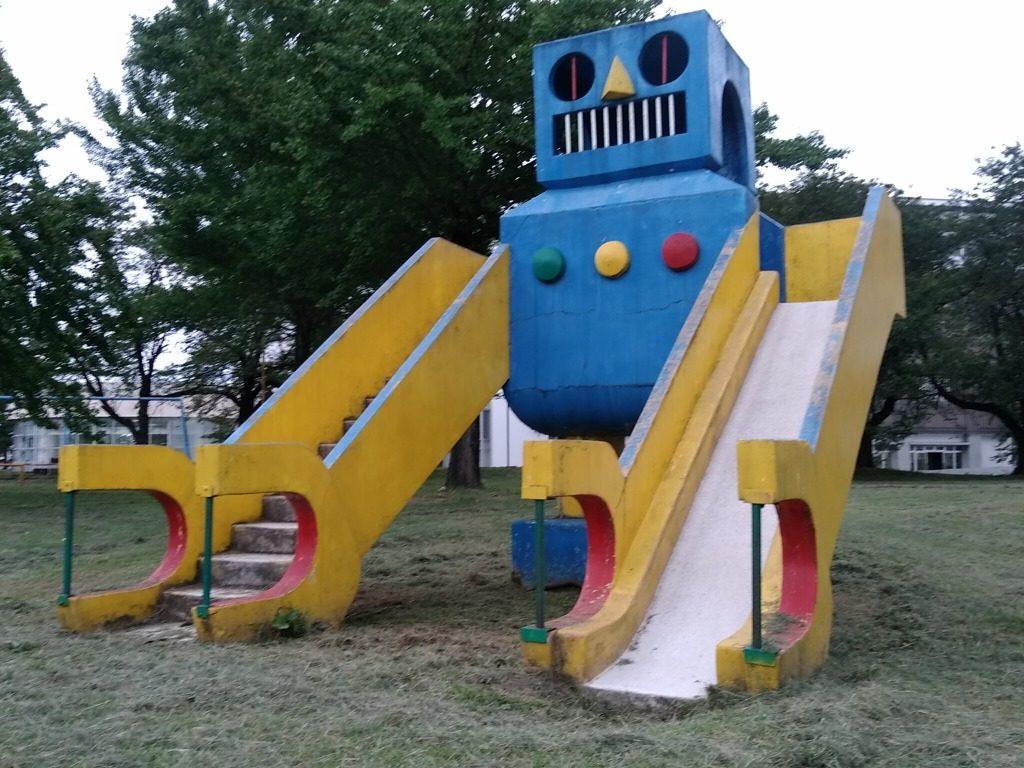 トキっ子調査隊新井運動公園ロボット滑り台