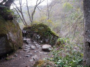 苗名滝山路