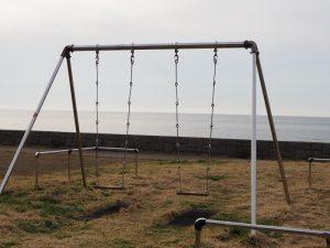 磯部の浜港南公園ブランコ