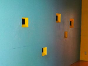 絵本と木の実の美術館のぞき穴