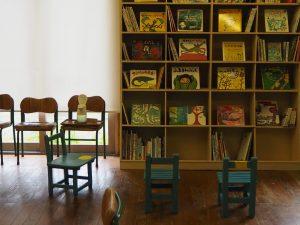 絵本と木の実の美術館絵本スペース