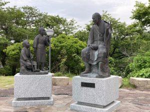 良寛と夕日の丘公園良寛さん銅像 (2)