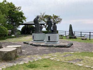 良寛と夕日の丘公園良寛さん銅像