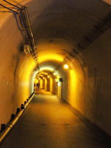 清津峡トンネル黄色